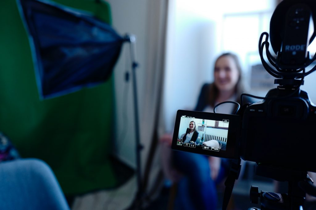 Creating high-quality video content and hosting live video sessions